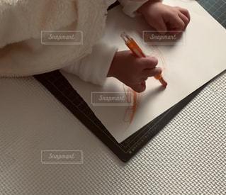 手,ペン,紙,おえかき,お絵かき,おうち時間