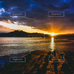 自然,風景,空,太陽,朝日,雲,水面,山,正月,お正月,日の出,新年,初日の出