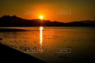 自然,風景,空,鳥,太陽,朝日,ビーチ,水面,山,オレンジ,正月,お正月,日の出,新年,初日の出