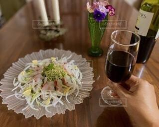 鯛のサラダで宅飲みの写真・画像素材[3915016]
