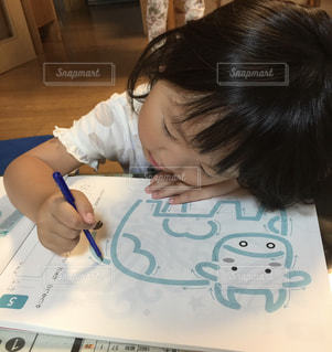 子ども,ペン,人,手書き,紙,おえかき,おうち時間