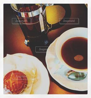 コーヒーとお菓子でひと息 - No.943187