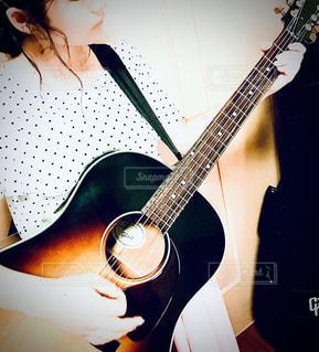 ギター女子の写真・画像素材[3246198]