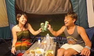テントで過ごす記念日の写真・画像素材[2396568]