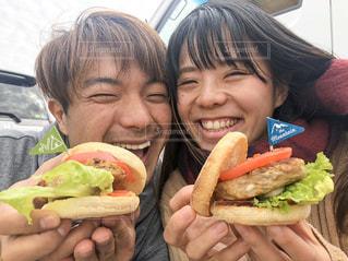 ピクニックでハンバーガーの写真・画像素材[3108623]