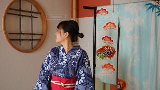 和室でポーズをとる浴衣の女性の写真・画像素材[3603238]