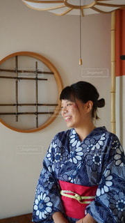 旅館の和室にてにっこり笑顔で記念写真の写真・画像素材[3603240]
