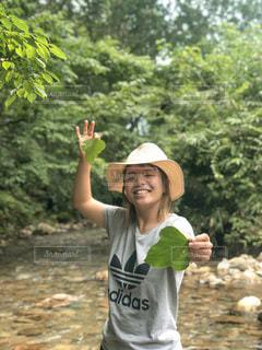 自然と遊ぶ女の子の写真・画像素材[3637911]