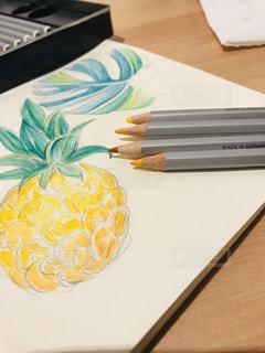 食べ物,アート,果物,ペン,絵画,デザイン,パイナップル,鉛筆,紙,おえかき,筆記用具,えんぴつ,色えんぴつ,スケッチ,スケッチブック,いろえんぴつ,おうち時間,水彩色鉛筆,水彩いろえんぴつ