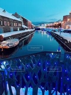 ライトアップされた橋からの写真・画像素材[3267244]