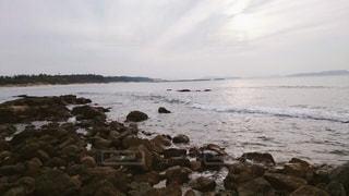 曇った日の海の写真・画像素材[3344435]