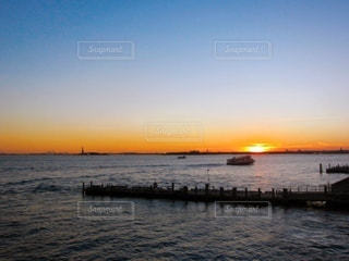 海に沈む夕日の写真・画像素材[3399242]