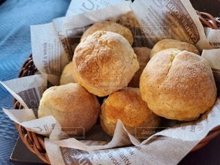パンのバスケットの写真・画像素材[3251227]