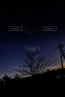 オリオンと冬の夜空の写真・画像素材[3251705]