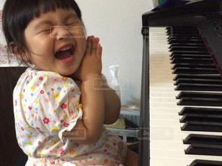 ピアノの音が出て嬉しい!の写真・画像素材[3257664]