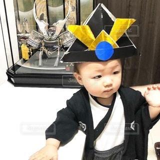 帽子をかぶった小さな男の子の写真・画像素材[3365301]