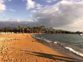 水域の隣の砂浜の写真・画像素材[3396078]