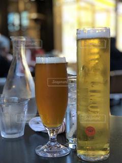 テーブルの上にビールを1杯入れますの写真・画像素材[3406832]