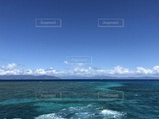 海の隣にある水の体の写真・画像素材[3543705]