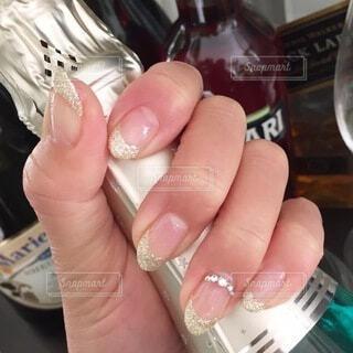 ネイル,手,手持ち,人物,ポートレート,爪,ライフスタイル,シャンパンボトル,手元