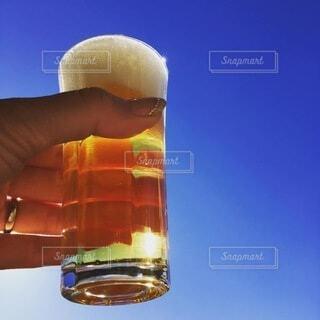 空,ガラス,手持ち,人物,ビール,ポートレート,ドリンク,ライフスタイル,手元