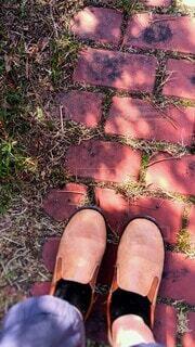 レンガの小道と革靴の写真・画像素材[4199892]