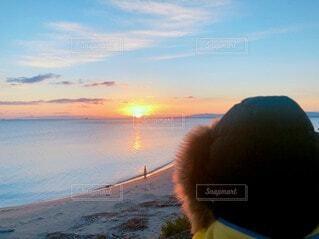 自然,海,空,屋外,太陽,朝日,ビーチ,雲,水面,海岸,オレンジ,人,イベント,正月,お正月,地平線,日の出,新年,初日の出,設定