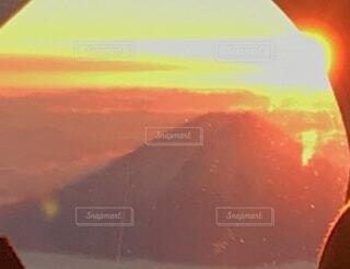 自然,空,富士山,朝日,雲,飛行機,窓,山,オレンジ,正月,お正月,日の出,新年,初日の出