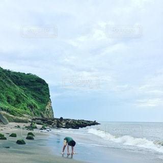 少年と海の写真・画像素材[3545767]