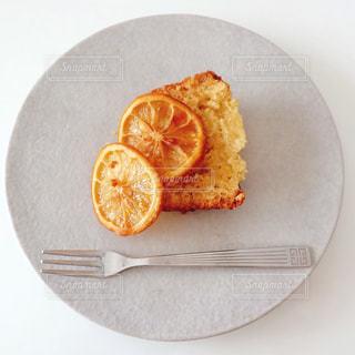 オレンジのスライスを皿の料理 - No.804303
