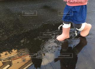 散歩,水たまり,子供,長靴,梅雨
