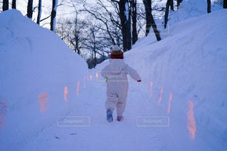 冬,雪,後ろ姿,歩く,夕方,子供,人物,背中,人,後姿,スノーウェア