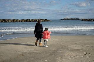 2人,自然,海,空,屋外,親子,砂浜,散歩,海岸,お散歩,ライフスタイル,おでかけ