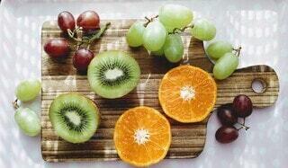 オレンジと葡萄とキウイフルーツの写真・画像素材[3856067]