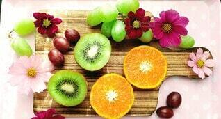 オレンジとキウイフルーツと葡萄の写真・画像素材[3856920]