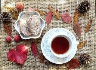 秋の紅茶と焼き菓子の写真・画像素材[3871030]