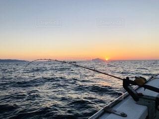 夕暮れの釣りの写真・画像素材[3732674]