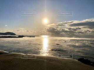 自然,風景,海,空,屋外,太陽,朝日,ビーチ,雲,幻想的,水面,海岸,光,正月,幸せ,お正月,リフレクション,日の出,新年,幸福,奇跡,初日の出,幻想,幸運,サンライズ,毛嵐,ホリディ,気嵐