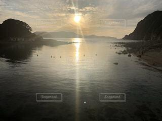 自然,風景,海,空,鳥,屋外,太陽,朝日,幻想的,水面,海岸,光,正月,幸せ,お正月,リフレクション,日の出,新年,幸福,奇跡,初日の出,幻想,幸運,穏やか,ホリディ