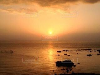 自然,風景,海,空,鳥,太陽,朝日,雲,幻想的,水面,海岸,水平線,光,正月,幸せ,お正月,リフレクション,日の出,新年,幸福,奇跡,初日の出,幻想,幸運,穏やか,ホリディ