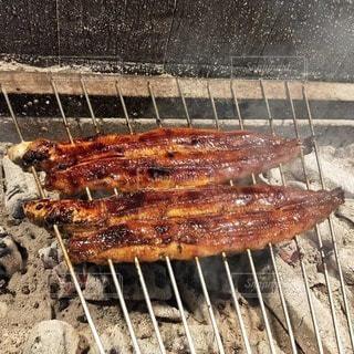グリルで調理する肉のグループの写真・画像素材[3265615]