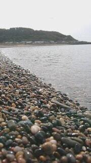 自然,海,空,夏,屋外,湖,ビーチ,波,水面,海岸,水辺,山,岩,砂利,小石