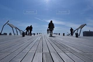 桟橋を空に向かっての写真・画像素材[3270734]