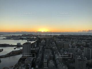 空,建物,太陽,朝日,雲,タワー,都会,高層ビル,正月,横浜,お正月,日の出,新年,初日の出