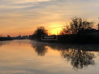 自然,風景,空,屋外,太陽,朝日,雲,川,水面,景色,反射,樹木,正月,朝,お正月,日の出,新年,初日の出