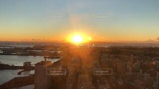 空,建物,屋外,太陽,朝日,雲,都会,高層ビル,正月,横浜,お正月,日の出,新年,初日の出