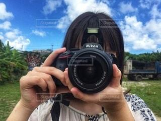 青空とカメラ女子の写真・画像素材[3456299]