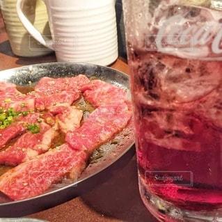 飲み物,インテリア,水,氷,ガラス,コップ,食器,肉,おいしい,焼肉,ドリンク,ライフスタイル,たれ
