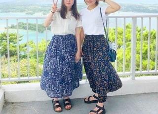 展望台の2人のスカートの女性の写真・画像素材[3511315]