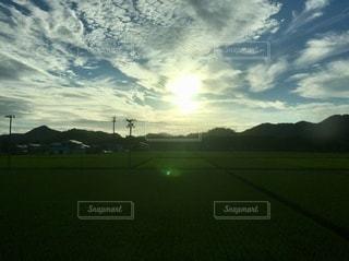 太陽と田園の写真・画像素材[3274218]